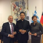 Erwin Huber, Father Michael Chang und Michaela Haberlander